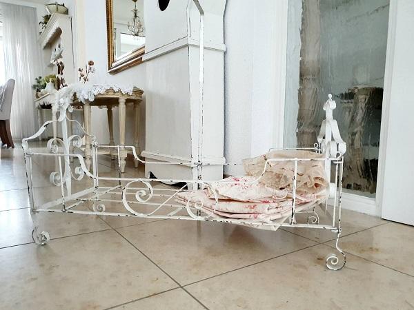 画像1: アイアン製ドールベッド