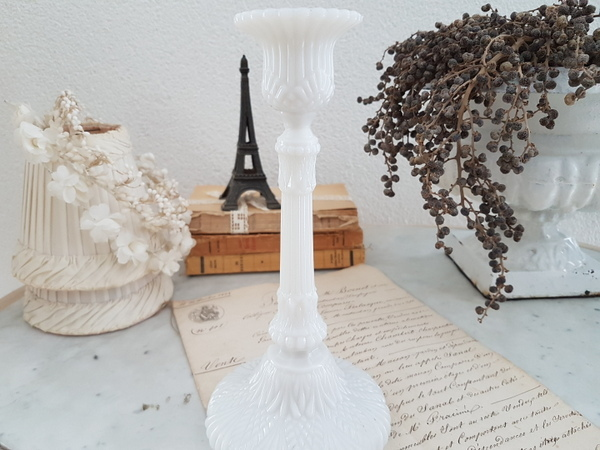 画像1: 白いオパリンガラスキャンドルスタンド