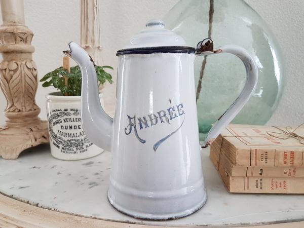 画像1: ホーローロゴ入り白いコーヒーポット