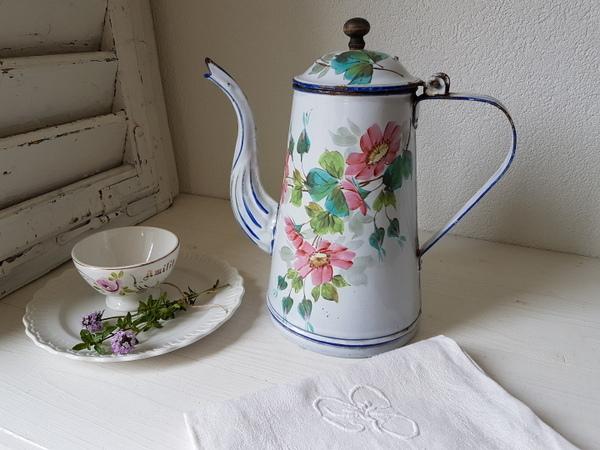 画像1: ホーロー白手描き花柄コーヒーポット