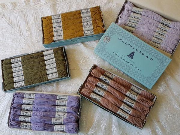 画像1: ボックス付DMCアンティーク刺繍糸セット